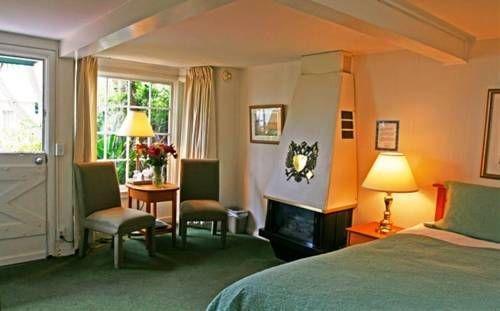 фото Carmel Fireplace Inn 677426112