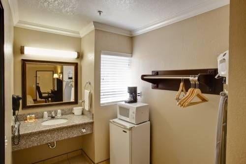 фото Econo Lodge Inn & Suites Fallbrook 677429666