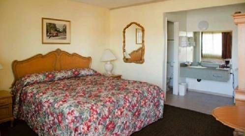 фото Fullerton Plaza Inn 677430517