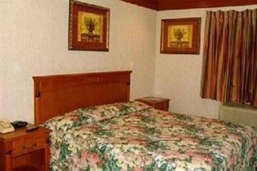 фото Beverly Inn 677435090