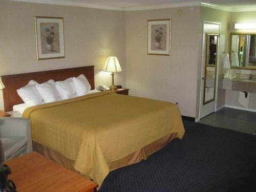 фото Quality Inn Near Hollywood Walk of Fame 677436067