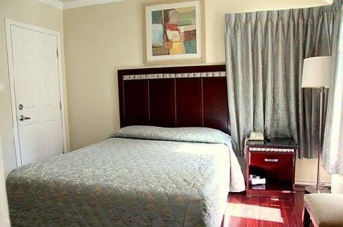 фото Trylon Hotel 677436458