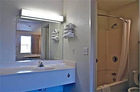 фото Motel 6 Mojave 677440143