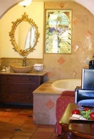 фото Chantico Inn & Suites 677443836