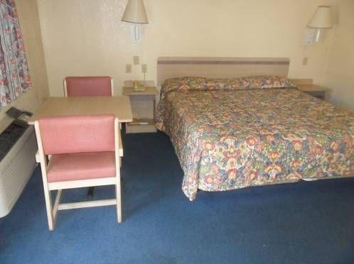 фото American Inn & Suites 677444337