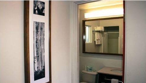 фото Skylark Hotel 677445878