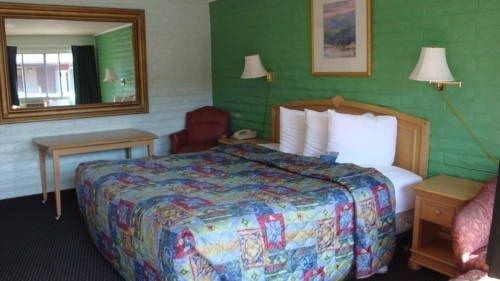 фото The Hitching Post Motel 677458670