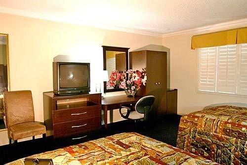 фото Motel 6 Van Nuys 677465454