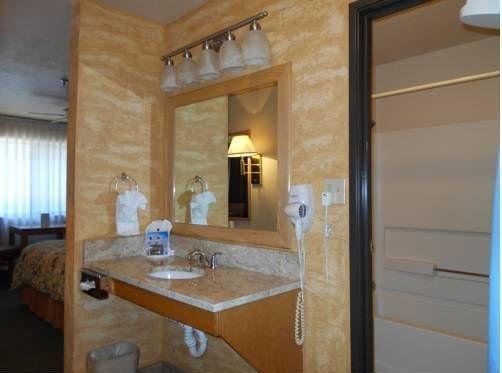 фото Alpine Inn & Suites 677473105