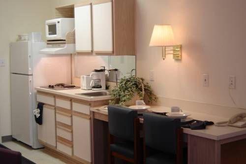 фото Crestwood Suites of Colorado Springs 677474471