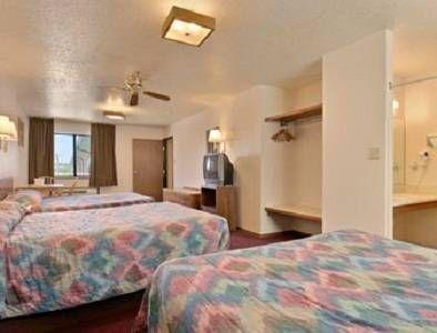 фото Days Inn Pueblo 677474514