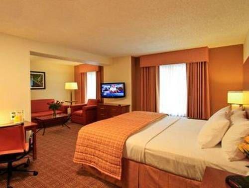 фото La Quinta Inn & Suites Danbury 677478542