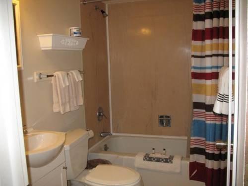 фото Rocky Neck Inn & Suites 677479439