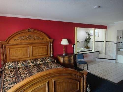 фото Econo Lodge Norwalk 677479524