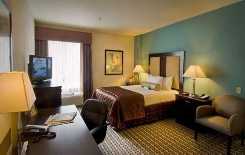 фото La Quinta Inn & Suites Stonington 677479652