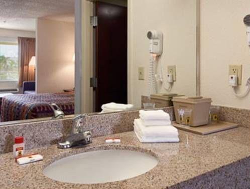 фото Super 8 Motel Fort Lauderdale Airport 677486957