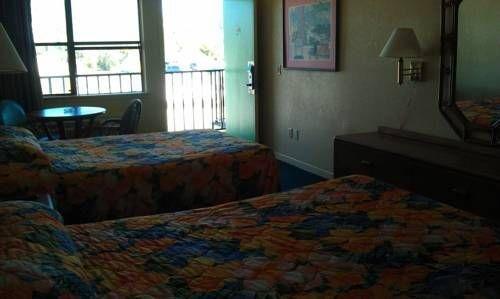 фото Summer Breeze Motel 677509124