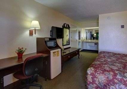 фото Rodeway Inn & Suites Macon 677520805