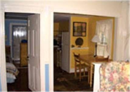 фото Burbankrose Inn Bed & Breakfast 677521544