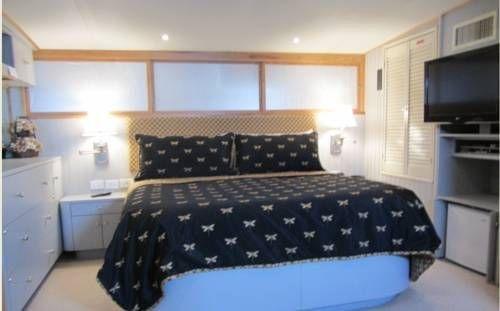 фото Ocean Romance Dockside Bed & Breakfast Yacht 677521659