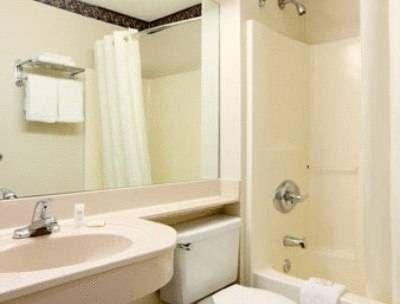 фото Travelodge Suites Savannah Pooler 677522807