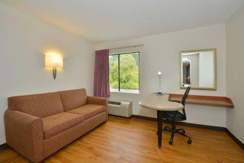 фото Red Roof Inn & Suites Savannah Gateway 677522948