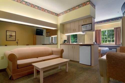 фото Microtel Inn & Suites by Wyndham Stockbridge 677523290