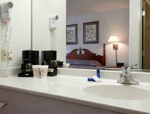 фото Baymont Inn & Suites - North Aurora 677532176