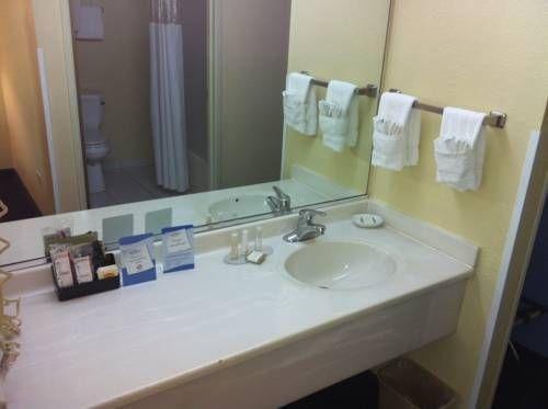 фото Baymont Inn & Suites - North Aurora 677532179