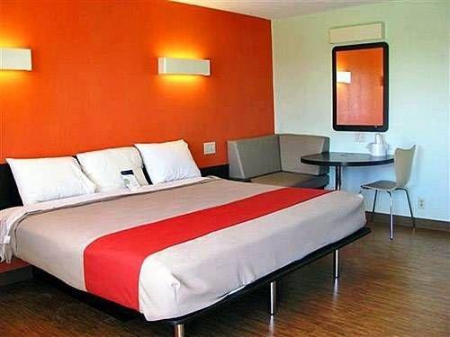 фото Motel 6 Gilman 677535866