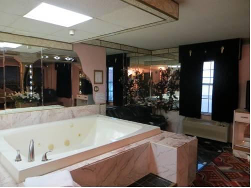 фото Hollywood Inn & Suites 677536030