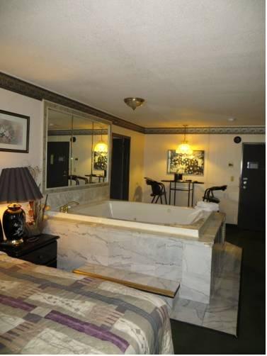 фото Hollywood Inn & Suites 677536032