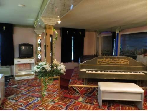 фото Hollywood Inn & Suites 677536035