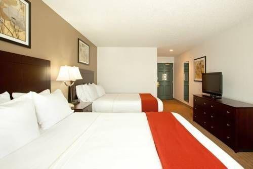 фото Holiday Inn Express Chicago Deerfield 677538198