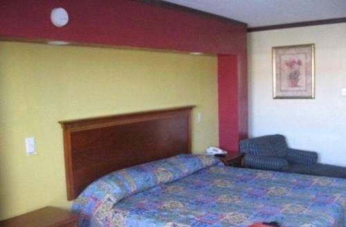 фото Red Carpet Inn 677539053