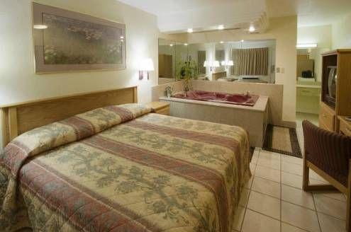 фото America`s Best Value Inn - Fort Wayne 677541247