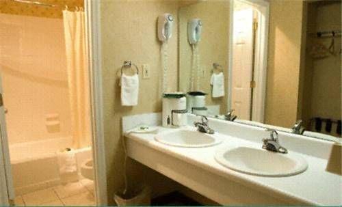 фото America`s Best Inn 677541867