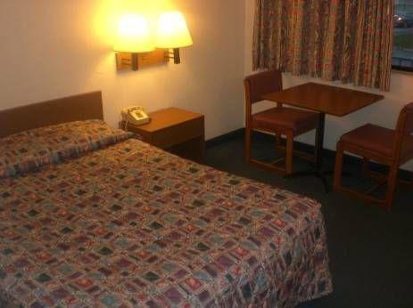 фото Quad City Inn 677545555