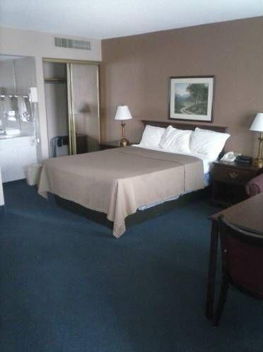 фото RODEWAY INN WHEAT LANDS HOTEL 677547116