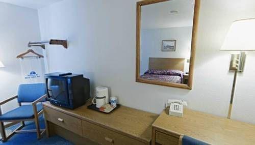 фото Americas Best Value Inn McPherson 677547799