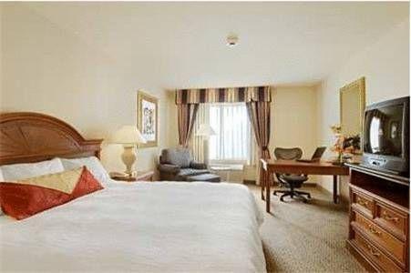 фото Hilton Garden Inn Overland Park 677548120