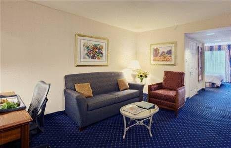 фото Hilton Garden Inn Overland Park 677548122