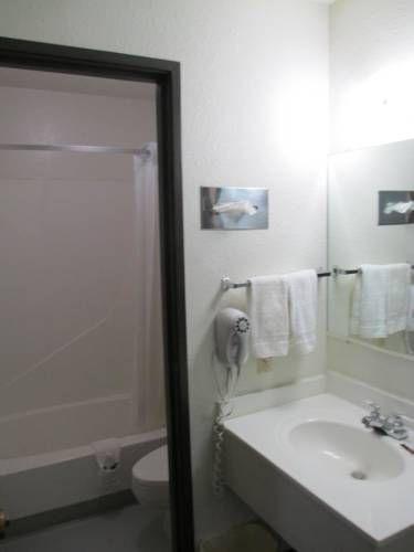 фото Value Inn & Suites 677548437