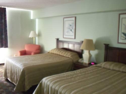 фото Rodeway Inn 677561079