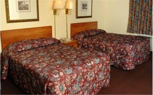 фото American Host Motel 677569487