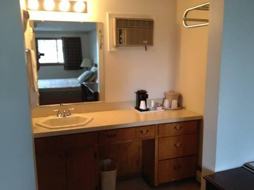 фото Colonial Motel - Chesaning 677571187