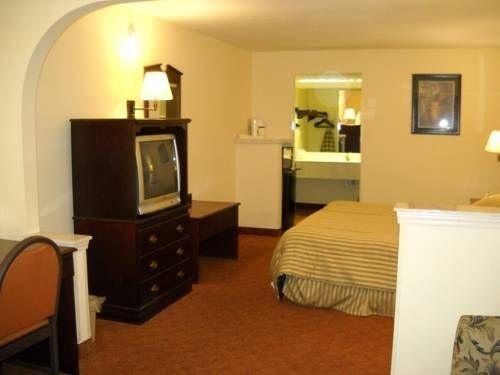 фото Legacy Inn & Suites 677579748