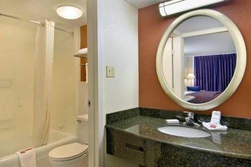 фото Red Roof Inn St Louis Westport #126 677585234