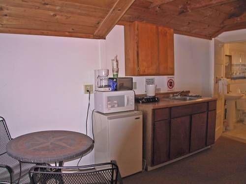 фото Half Moon Motel & Cottages 677595347