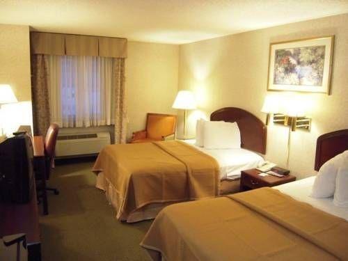 фото Travelodge Inn & Suites Albany Airport 677606345